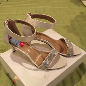 White silver style and co heels org. 69.50